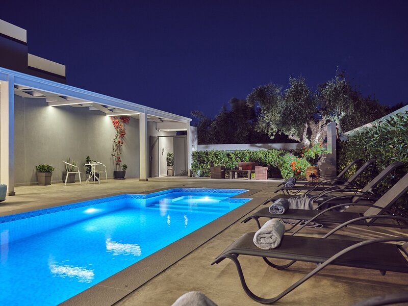 Dareia-Ground Floor Suite with Private Pool, vacation rental in Zakynthos