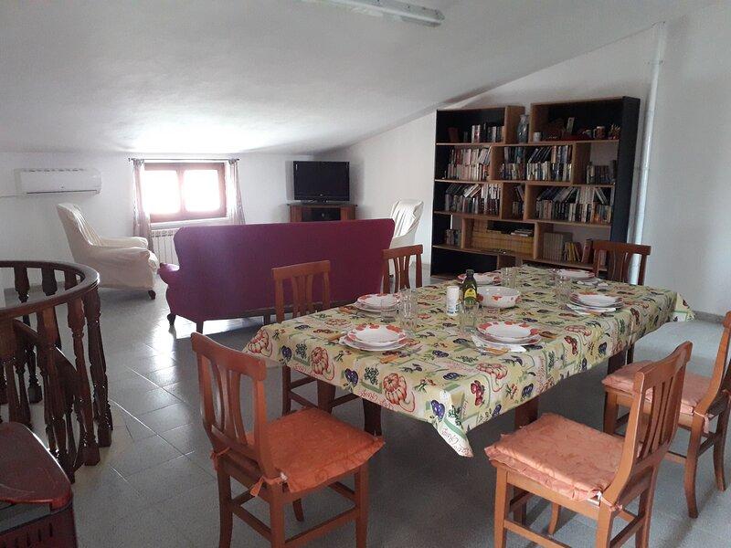Spacious attic apartment, vacation rental in Uri