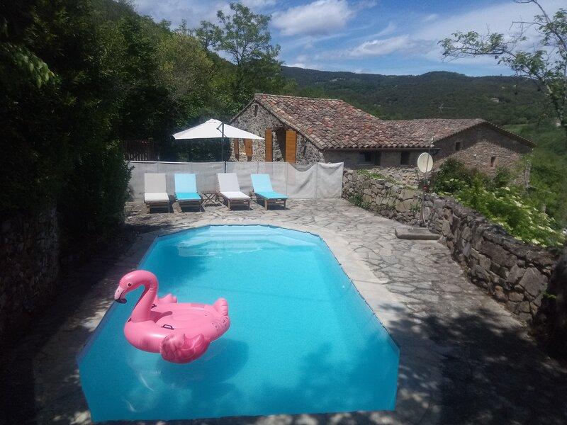 Gîte de charme avec piscine privée et vue magnifique