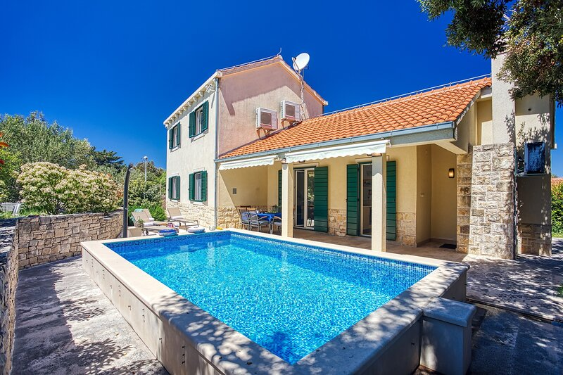 NEW! Villa SAN with heated pool, traditional surroundings, 3-bedrooms, holiday rental in Brac Island