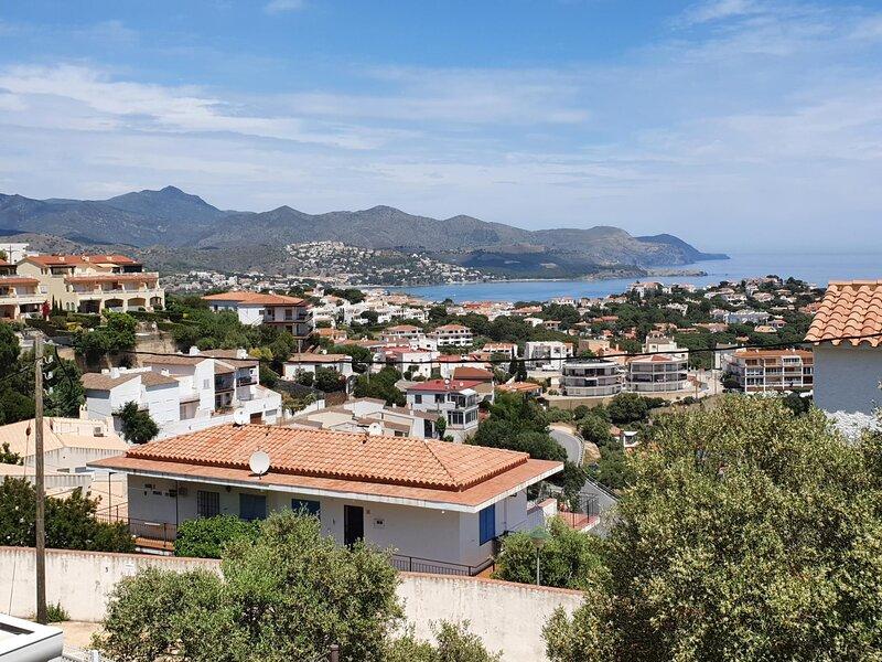 CAU DE LLOP 1 Fantastic apartment with spectacular sea views!, holiday rental in Garriguella