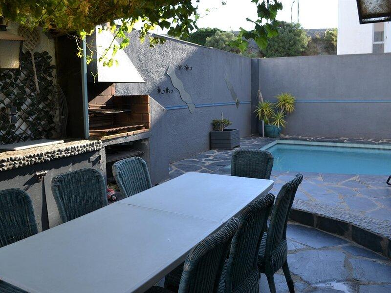 GRIFEU 4 Apartment with private pool!, aluguéis de temporada em Llanca