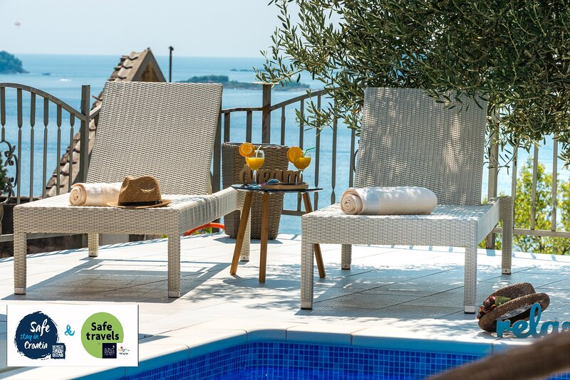 Vila Azur-Exceptional privacy- Fascinating sunsets, holiday rental in Mlini