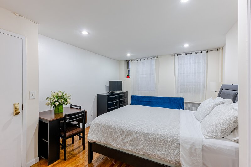 Chic Chelsea (3RE) Studio Live as a NYer, vakantiewoning in New York