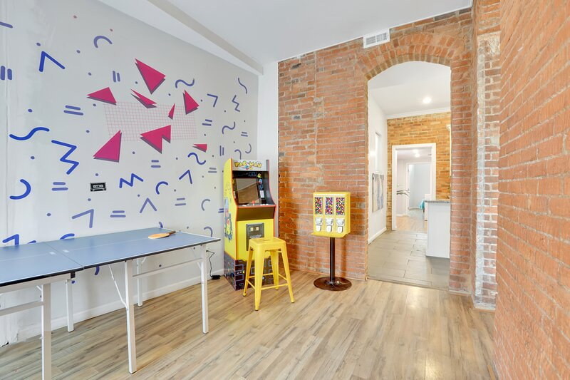 Blast from the past! Fun retro arcade 2BR, holiday rental in Blacklick