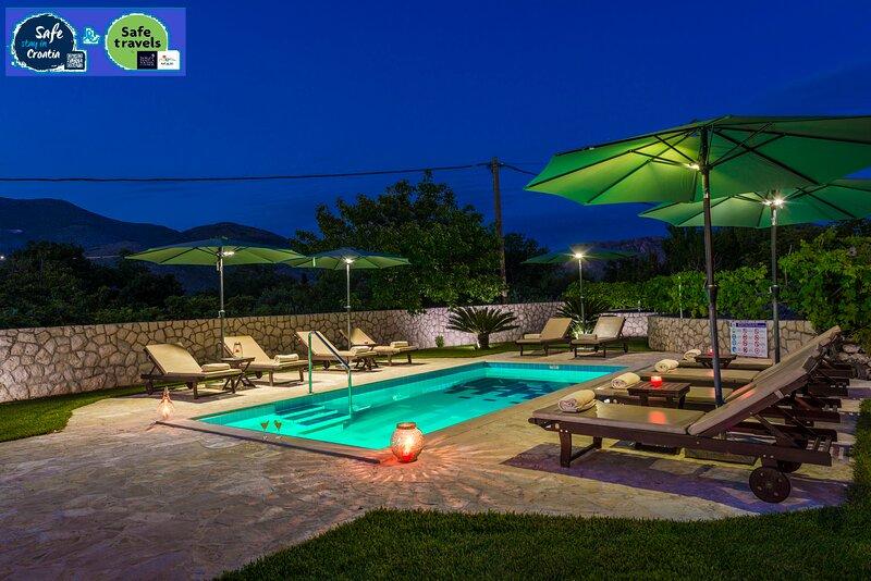 Vila Vergatum-privacy,gym,billiards,table tennis, location de vacances à Ivanica
