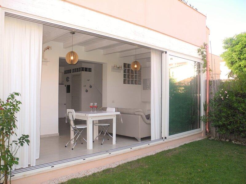 Villa Liri - close to the beach - south Sardinia - Cagliari, holiday rental in Quartu Sant'Elena