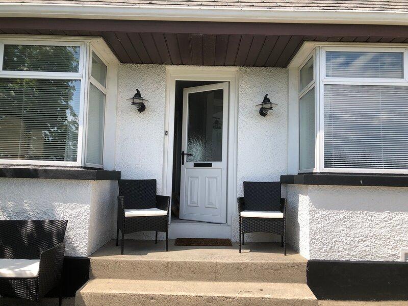 2 bedroom cottage in Enniskillen Town, aluguéis de temporada em Derrylin