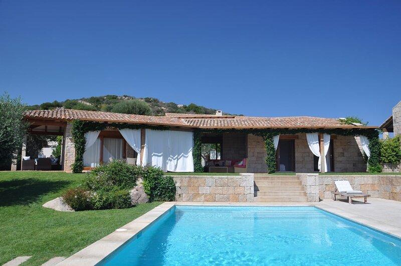Villa Sergio, Sea View and Swimming Pool, aluguéis de temporada em Puntaldia