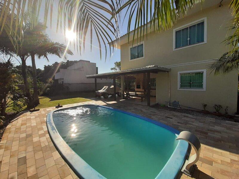 Casa Mariscal com Piscina e Amplo Quintal - Agata, holiday rental in Bombinhas