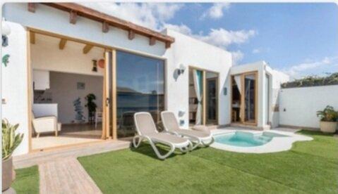 Villa Bali,  one bedroom with BBQ, solarium and private pool, alquiler de vacaciones en Playa Blanca