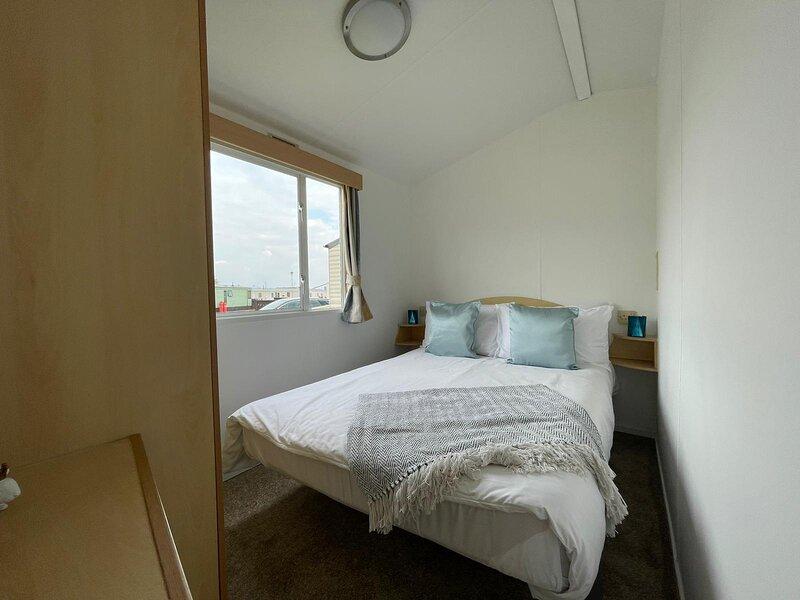 Static Caravan Rent at Ocean Edge Holiday Park, holiday rental in Heysham