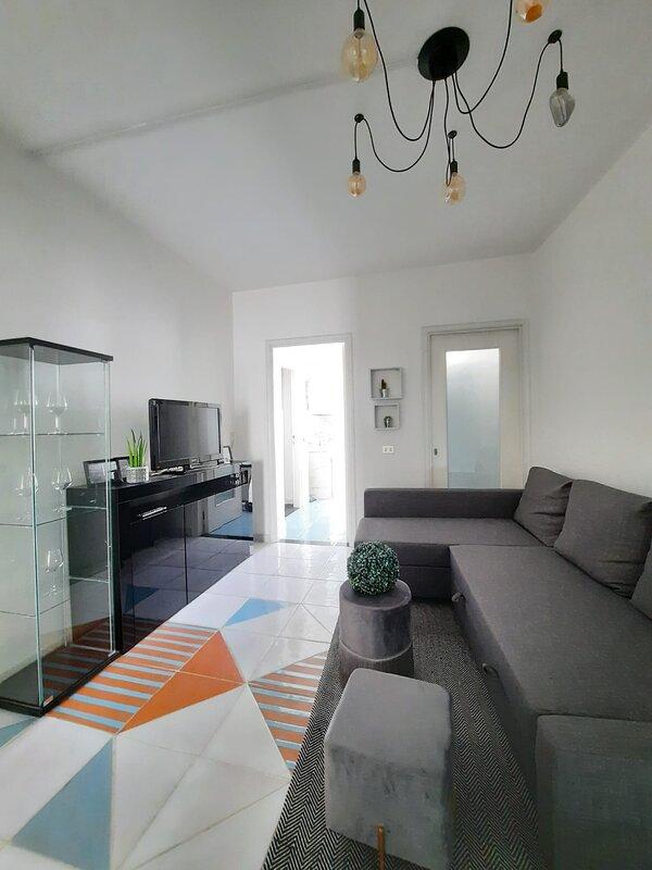 Appartamento in centro con giardino privato, holiday rental in San Giovanni Suergiu
