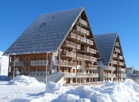 appartement 4-6 pers. 2 chambres dans résidence 3 étoiles avec piscine, holiday rental in La Godivelle