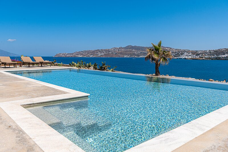 Carpe Diem Villa I with Private Infinity Pool, holiday rental in Mykonos Town