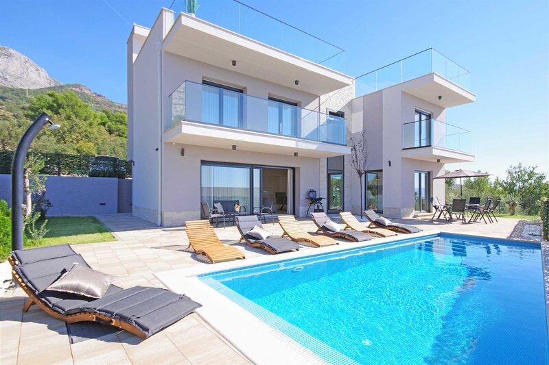 Villa Vert with Heated Pool, alquiler de vacaciones en Tucepi