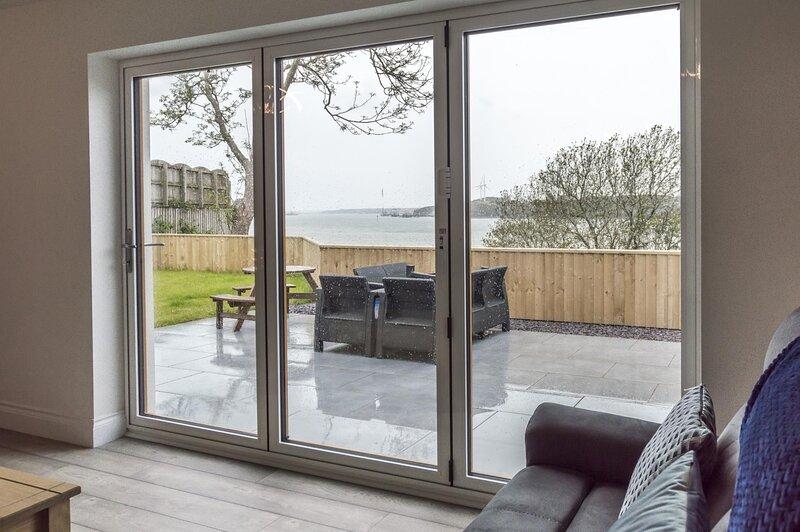 Martello View - 3 Bedroom Holiday Home - Llanreath, vacation rental in Castlemartin
