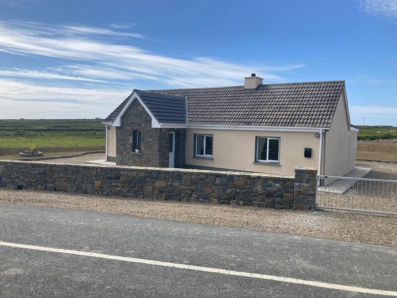 Beautiful 3-Bed Cottage in Scenic West Clare, holiday rental in Ballybunion
