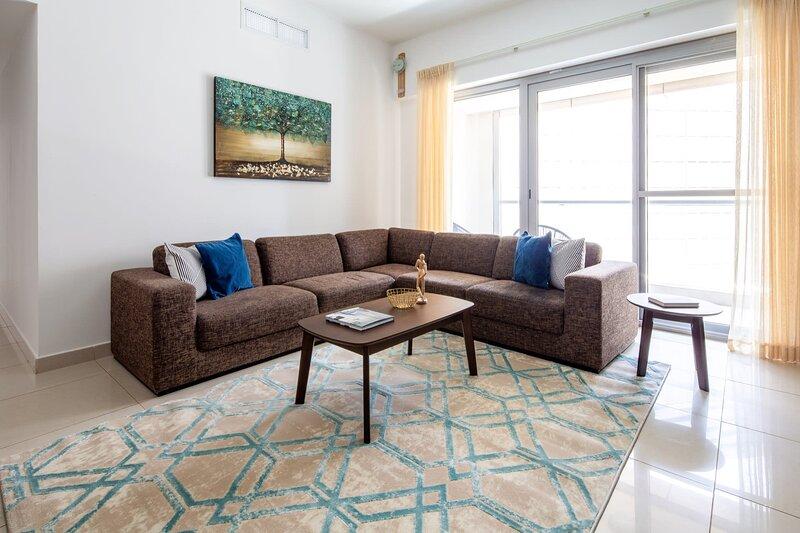 Stylish 2BR Apartment In Business Bay, casa vacanza a Hatta