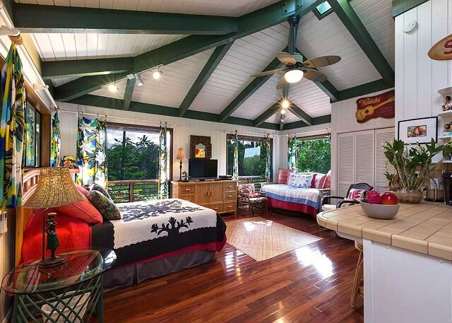 Charming bungalow studio with jungle views close to the beach! TVNC #4339, alquiler de vacaciones en Hanalei