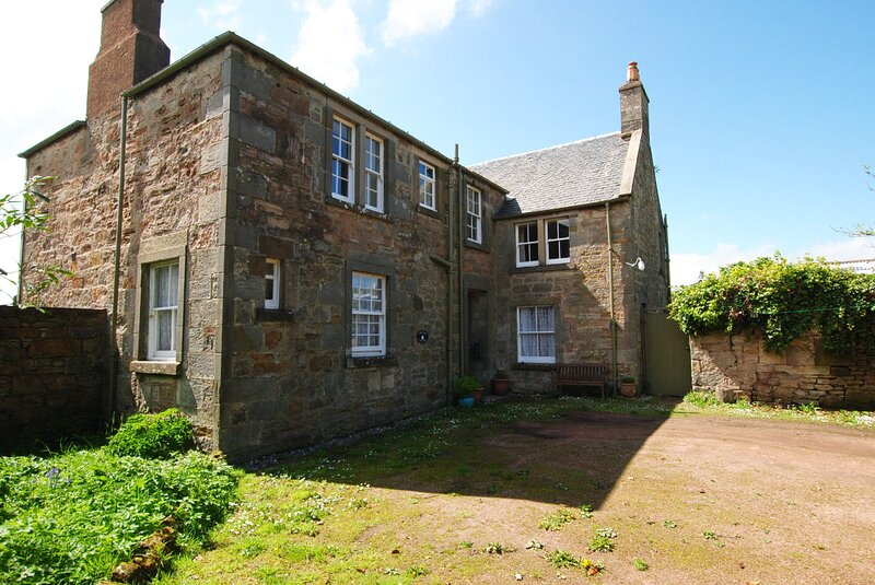 Edenview - Lovely three bedroomed apartment in a beautiful rural location, holiday rental in Strathkinness