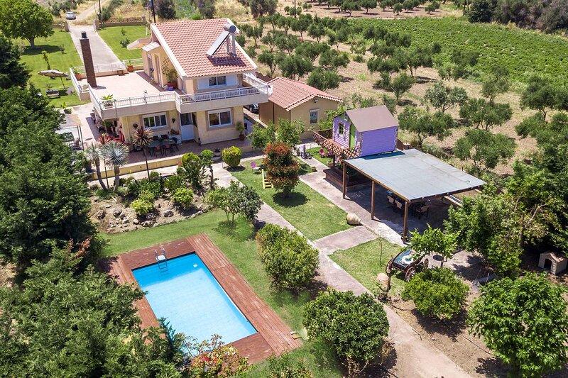 Laylande House, holiday rental in Petaloudes