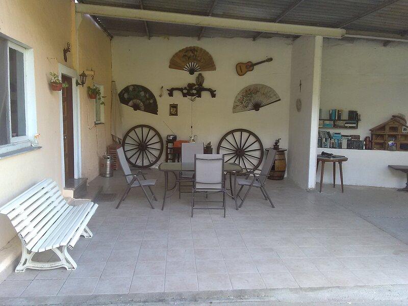 Casa de planta baja con porche y zona verde, alquiler de vacaciones en Soto del Barco