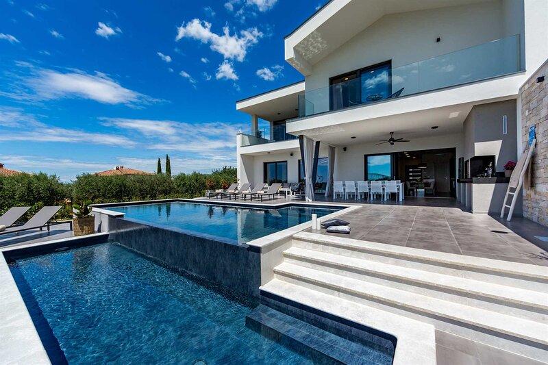 Luxury Villa Callisto with Pool, holiday rental in Tar