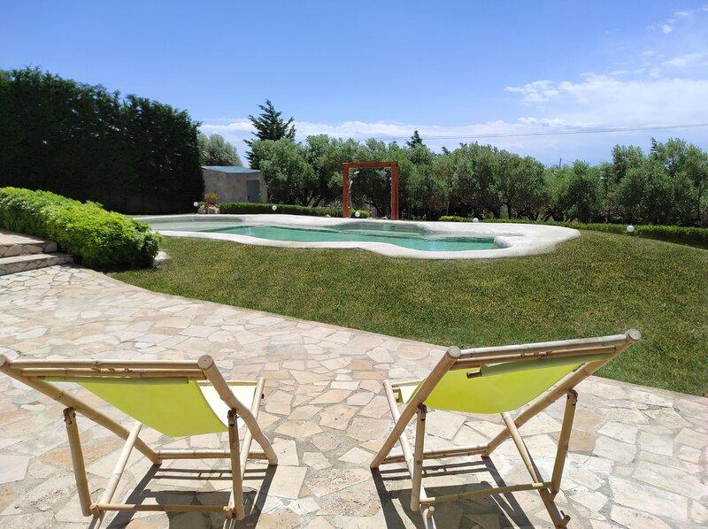 Villa Traditional Estate Pool Garden, 2 bedroom, casa vacanza a Nea Potidea