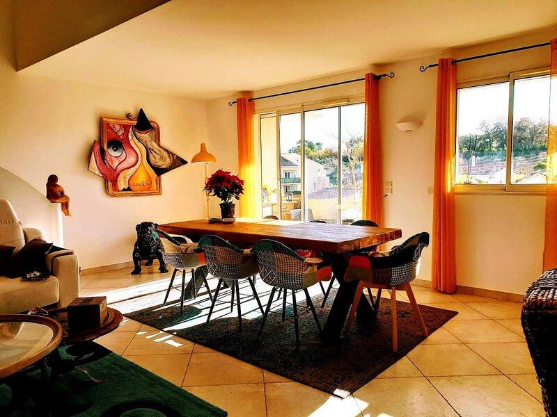Draguignan Tres Beau Duplex 136m2 Terrasse Pkg, location de vacances à Draguignan