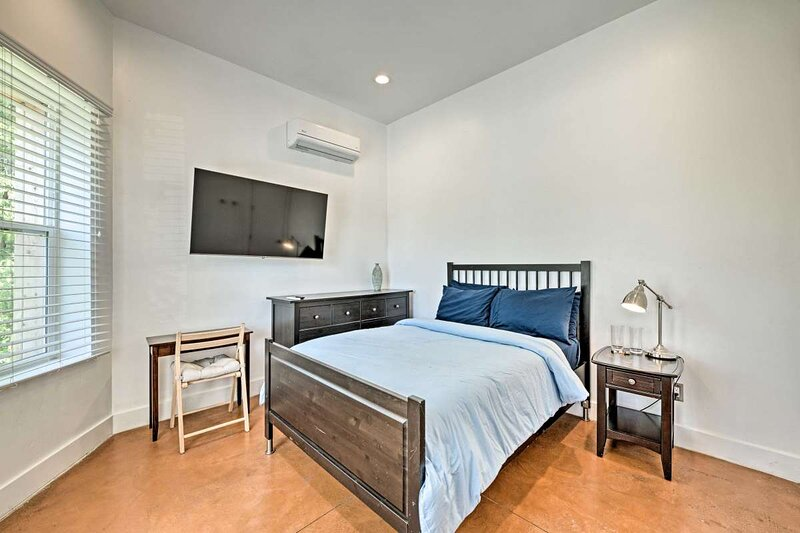 Luxury room 1, private bath, pets OK, best loc., holiday rental in West Valley City