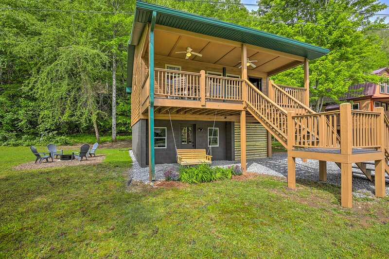 NEW! Riverfront Cabin w/ Fire Pit: Hike & Explore!, holiday rental in Culberson