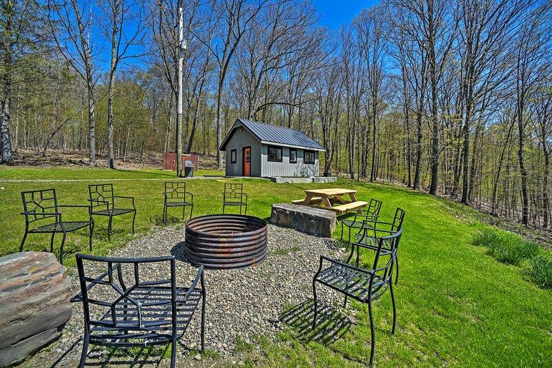 NEW! Hillside Retreat: BBQ, Fire Pit, Trails, Etc!, holiday rental in Hartwick