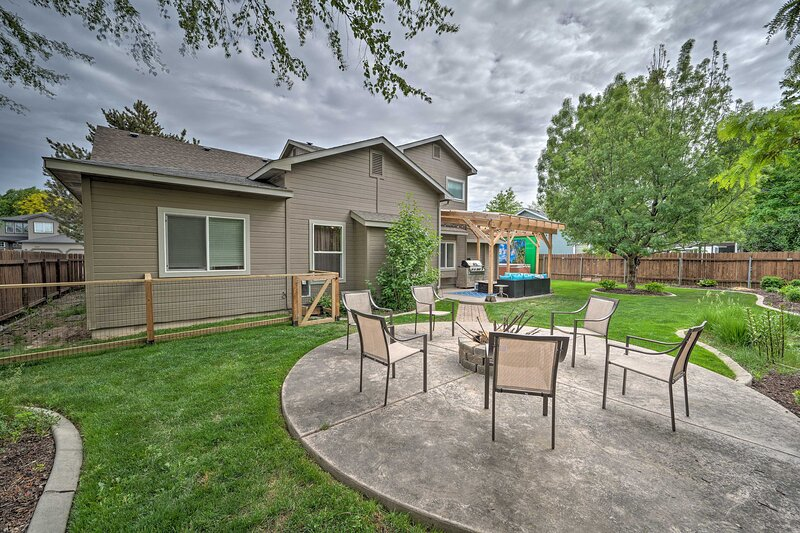 NEW! Modern Abode w/ Hot Tub: 12 Mi to Dtwn Boise!, holiday rental in Meridian