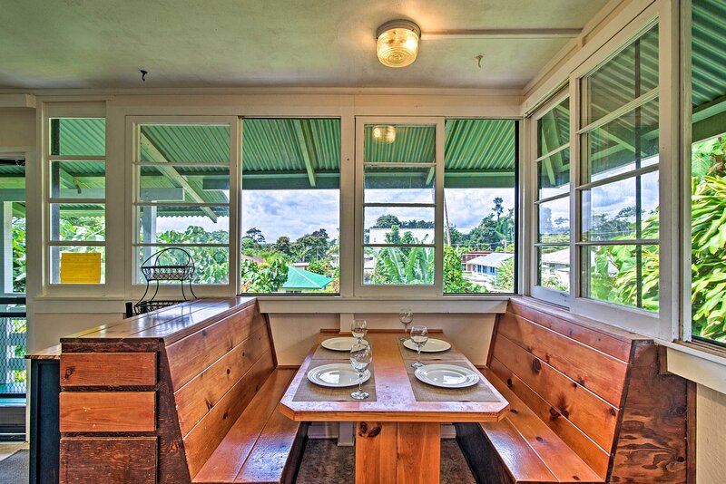 NEW! Quaint Couples Getaway in Heart of Hilo Town!, holiday rental in Honomu