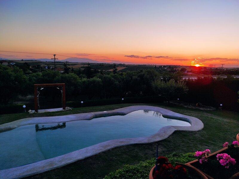 Villa Traditional Estate Pool Garden, 3 bedroom, casa vacanza a Nea Potidea