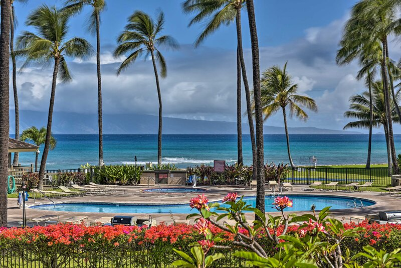 NEW! Lahaina Resort Retreat w/ Pool + Ocean Views!, casa vacanza a Maui