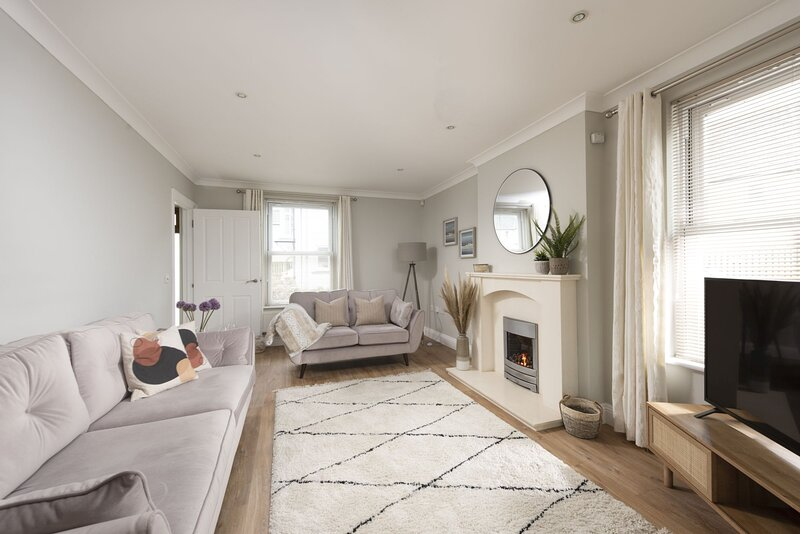 Estura - A fantastic five bedroom home on the outskirts of Lelant in Cornwall, c, vacation rental in Lelant