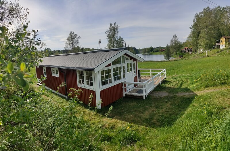 Charming 2-Bed House at the lake close gustavsfors, location de vacances à Bengtsfors