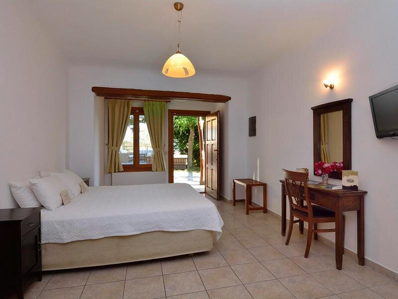 Sea View Room a few steps from the Kala NerBeach with Wifi and Air Conditioning, vacation rental in Milies