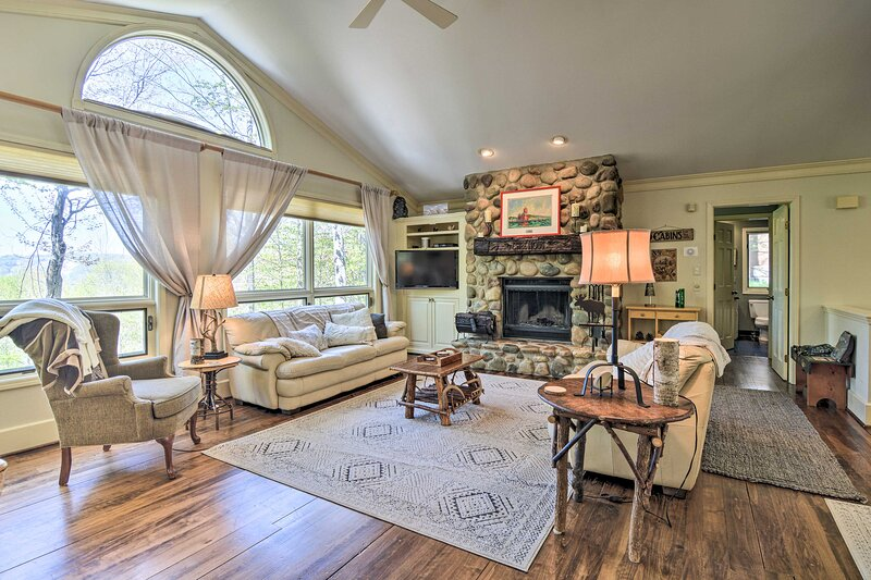 Harbor Springs Family Home w/ Access to Clubhouse, holiday rental in Bliss