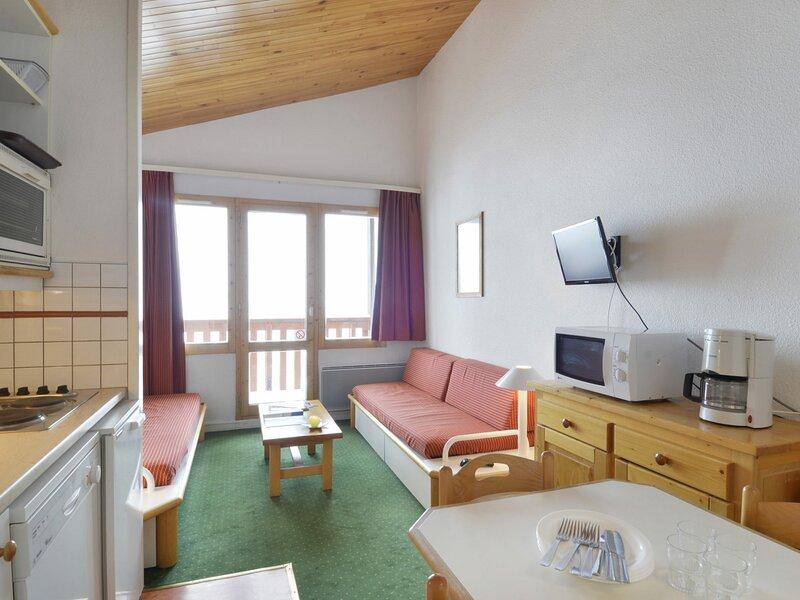 2 pièces pour 6 personnes de 35 m², situé au pied des pistes, holiday rental in Belle Plagne