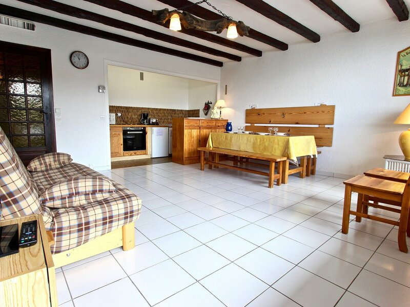 Appartement 6 personnes avec 2 chambres séparées, salle de bains, cuisine et, vacation rental in Uriage les Bains