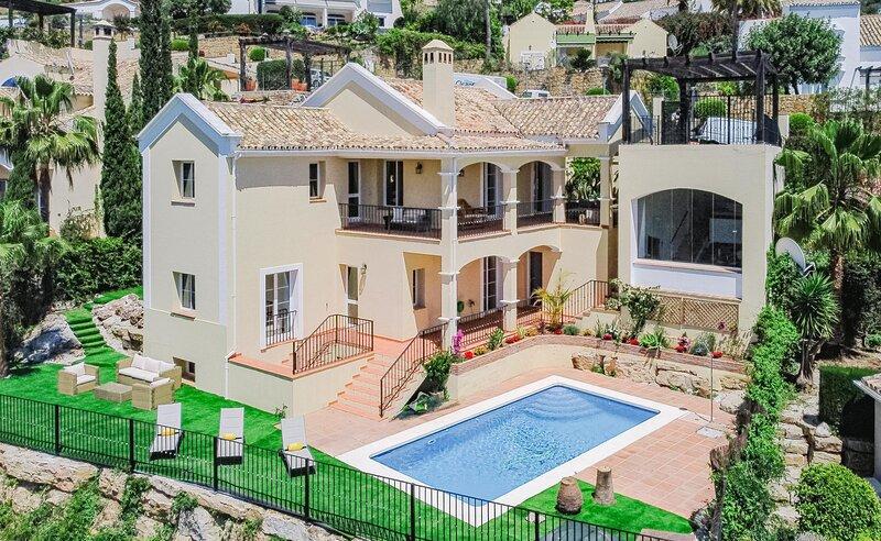 SC7- Spacious mountain villa, 15 min to the beach, holiday rental in Istan