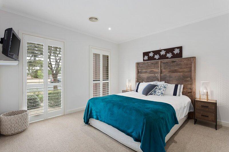 Sensational Sands - 3 Bedroom - Torquay, holiday rental in Torquay
