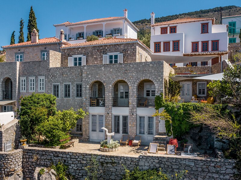 ONOS residence is a beautiful three level villa, located in Kamini Hydra, holiday rental in Mandraki