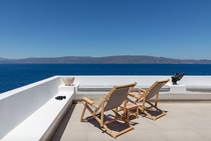 ONOS V is an elegant 1 bedroom suite with a spectacular terrace with sea views, holiday rental in Mandraki