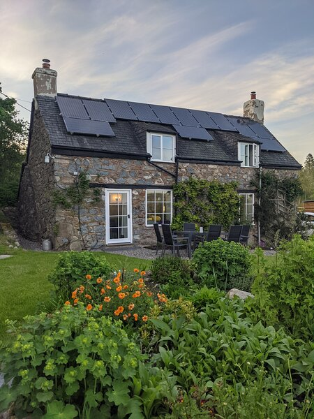 Totally renovated Welsh cottage 'away from it all'. Peace in the countryside., holiday rental in Llanfihangel-Yng-Ngwyfa