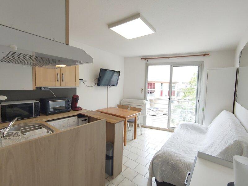 Loc. saisonnière - Ref 202 - Studio Alcôve 21m² Classé 2 étoiles, holiday rental in Balaruc-le-Vieux