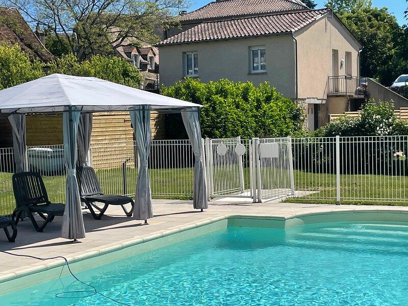 Gîte 4 pers. avec piscine entre Rocamadour et le Gouffre de Padirac, holiday rental in Rocamadour